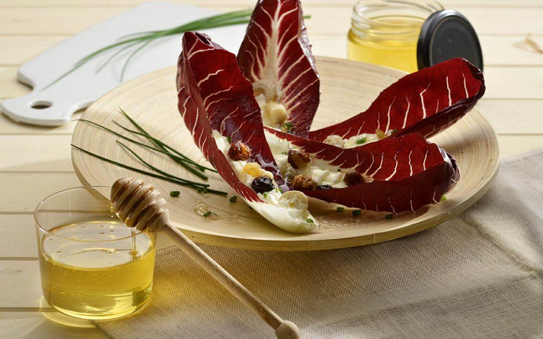 Foglie di radicchio rosso al miele di acacia con mousse di gorgonzola e mascarpone