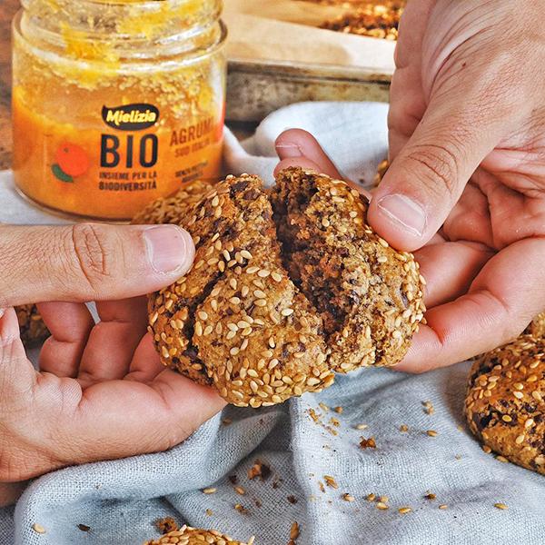 Ricetta facile e veloce di biscotti tahini con composta biologica agrumi Mielizia - Cotto Al Dente