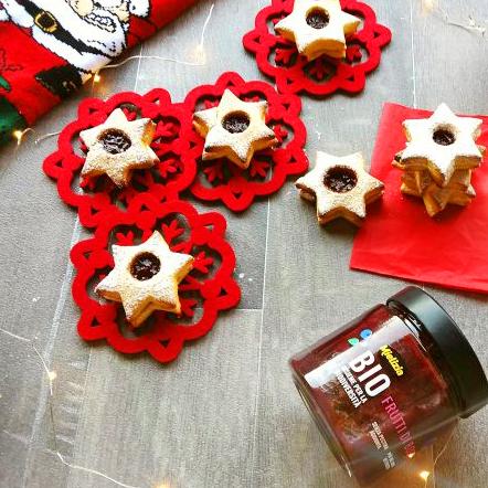Biscotti di Natale con composta di frutta