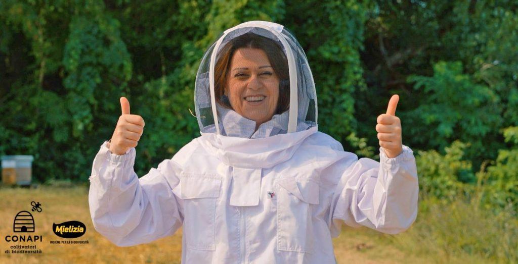Sonia Peronaci visita lo stabilimento Mielizia Conapi