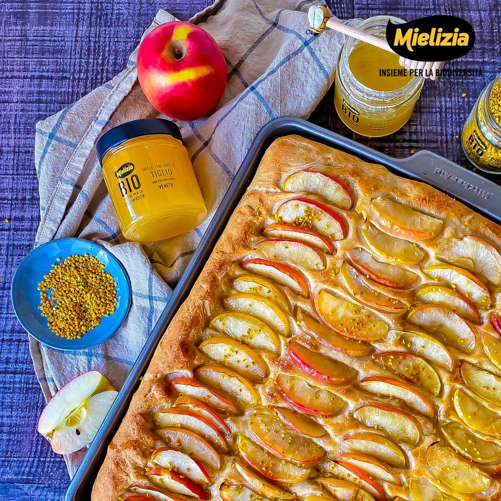 Ricetta focaccia pizza alle mele con miele di tiglio e polline