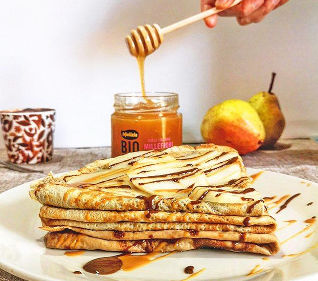 come fare una colazione sana ed equilibrata - consigli della nutrizionista ricetta crêpes con pere e crema nocciole