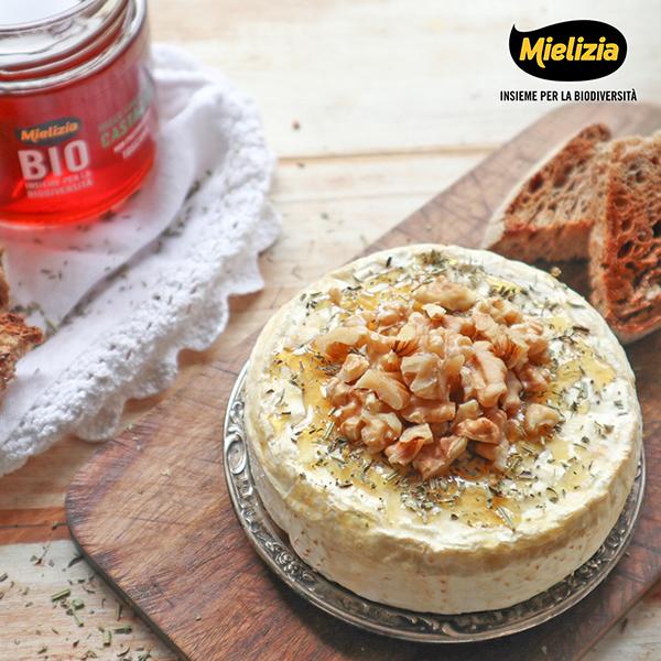 Camembert al forno con erbe provenzali e miele di castagno