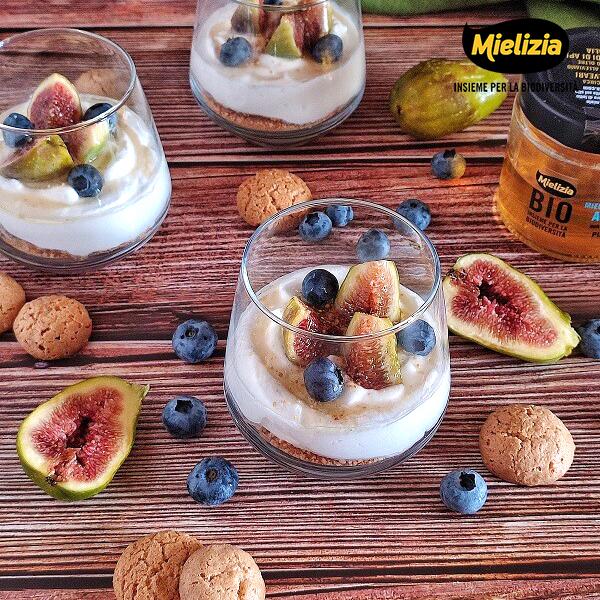 ricetta mielizia - dessert ai fichi con miele di acacia amaretti e ricotta